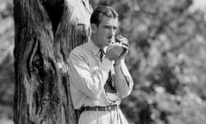 Lloyd Mangrum lights up a smoke during the Masters