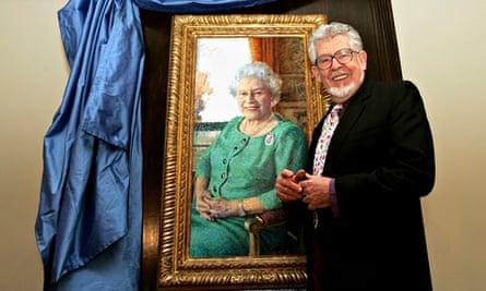 Rolf Harris unveils Queen's portrait
