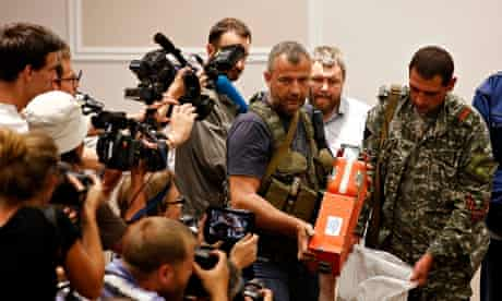 Pro-Russian separatist shows MH17 black box