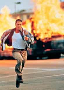 Keanu Reeves flees explosion in Speed