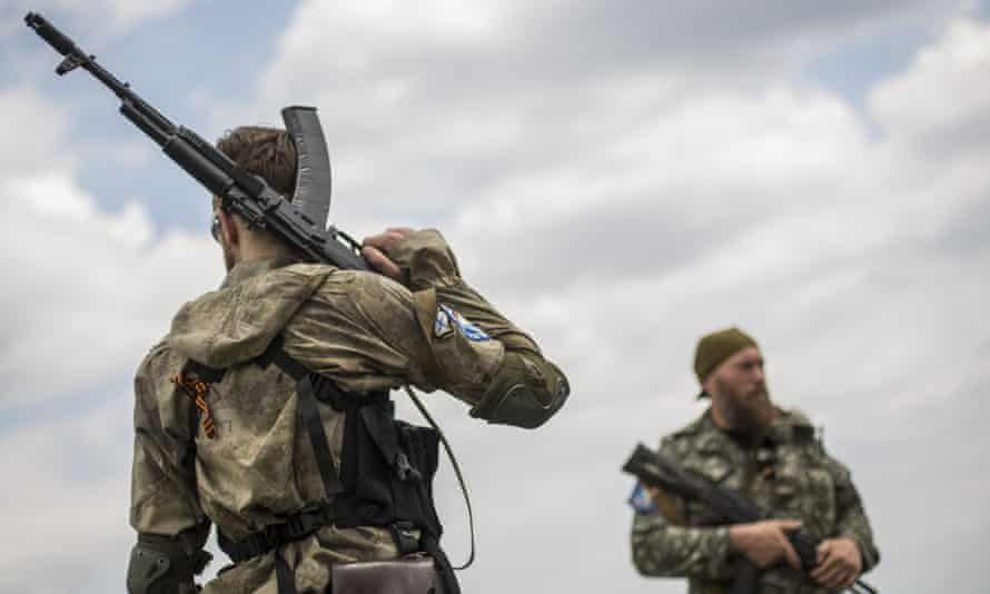 Pro-Russia rebels at MH17 site