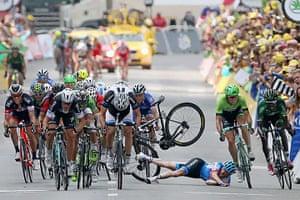 Best TDF 2014: Andrew Talansky of the United States and Garmin-Sharp crashes