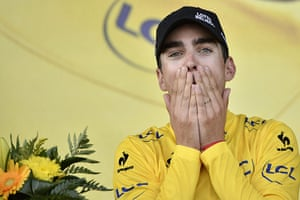 Best TDF 2014: France's Tony Gallopin celebrates his yellow jersey