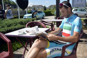 Best TDF 2014: Italy's Vincenzo Nibali reading