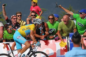 Best TDF 2014: Yellow jersey leader Vincenzo Nibali is cheered by fans