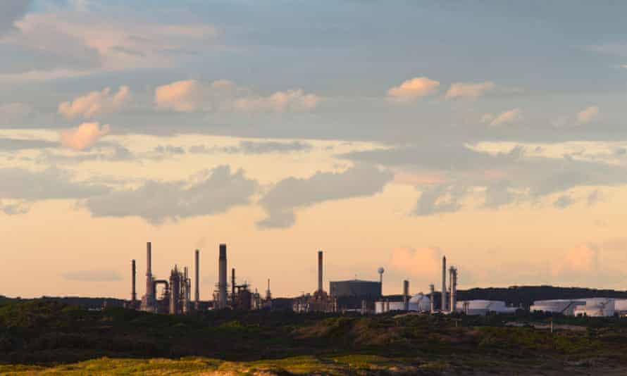 oil refinery Sydney carbon tax