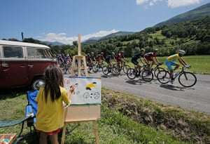 Best TDF 2014: A child draws the peleton with yellow jersey Italy's Vincenzo Nibali,