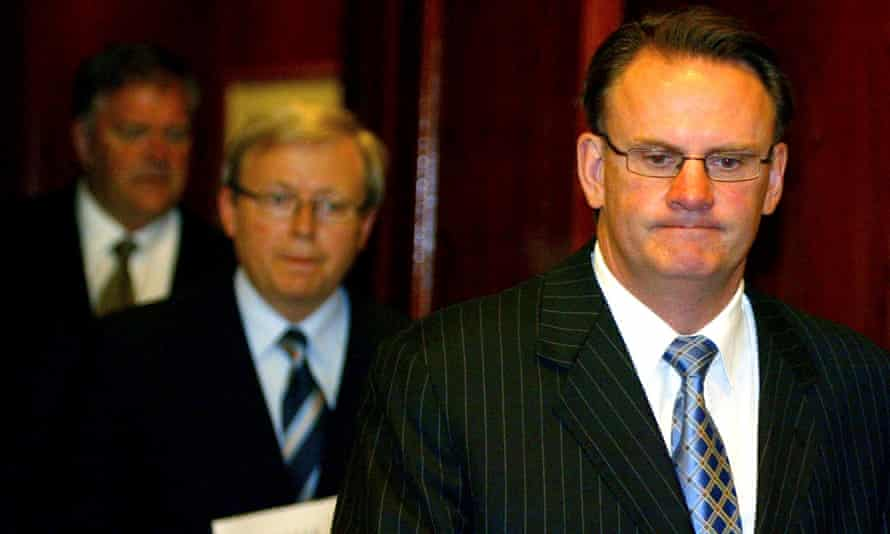 Mark Latham as Labor leader in 2005 with Kim Beazley and Kevin Rudd on his way to deliver his resignation as opposition leader at a press conference.  Reuters/Will Burgess