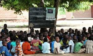 malawi children in outdoor class