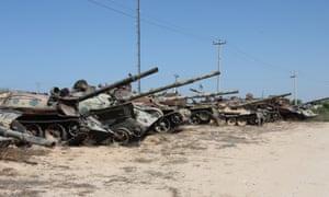 Tanks outside of Misrata