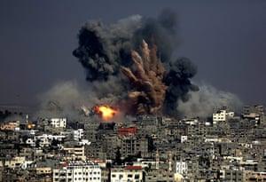 20 photos: Gaza airstrikes