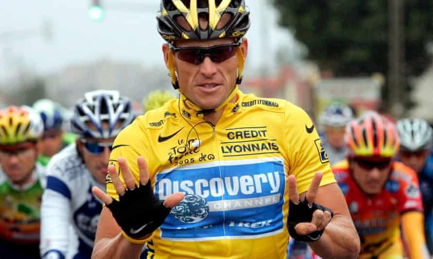 US cyclist Lance Armstrong of the Discovery Channel Team signalling a seven as he is on his way to win his seventh Tour de France in Corbeil-Essonnes, 24 July, 2005,