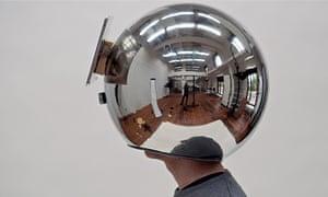 A decelerator helmet