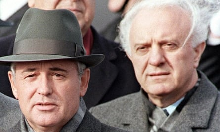 Shevardnadze, right, with Mikhail Gorbachev in 1986.