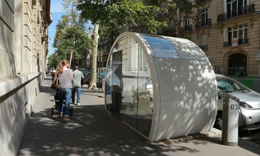 An Autolib' electric car-share booth in Paris