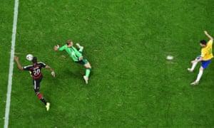 Oscar gets a consolation goal.