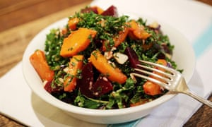 Kale and beetroot with Brazil nuts