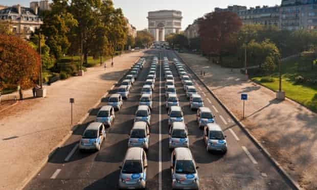 Autolib' electric cars in front of the Arc de Triomphe in Paris
