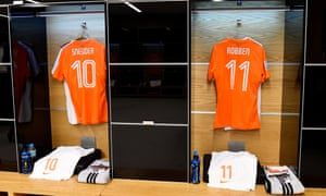The shirts worn by Wesley Sneijder and Arjen Robben