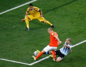 Robben's last-ditch chance is snuffed out by Mascherano.