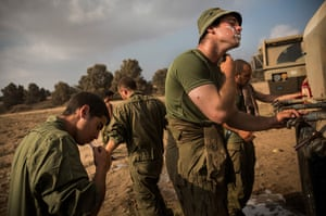 20 photos: An Israeli soldier shaves