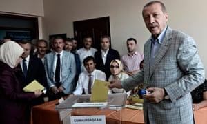 Erdogan votes in Istanbul