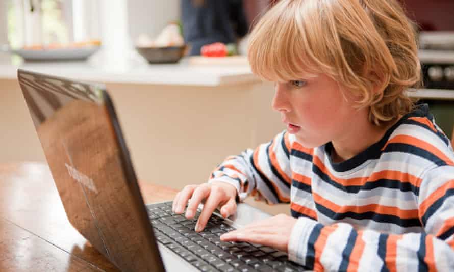 Should children use the internet unaccompanied?