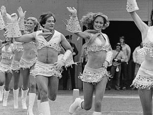 Robin Williams dressed as a cheerleader cheerleaders during the filming of Mork & Mindy.