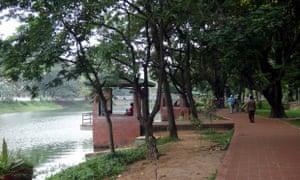 Sitting areas around Dhanmondi Lake, Dhaka