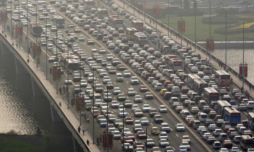 Taiyuan, Shanxi Province, China. Masses of vehicles move slowly to cross Yingze Bridge over Fen River