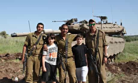 Leo and Frank Helgegren with Israeli tank