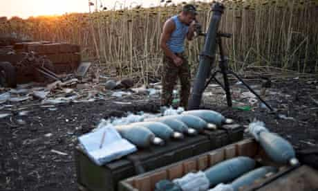 A Ukrainian soldier prepares a mortar behind the frontline near Illovaisk, in the Donetsk region