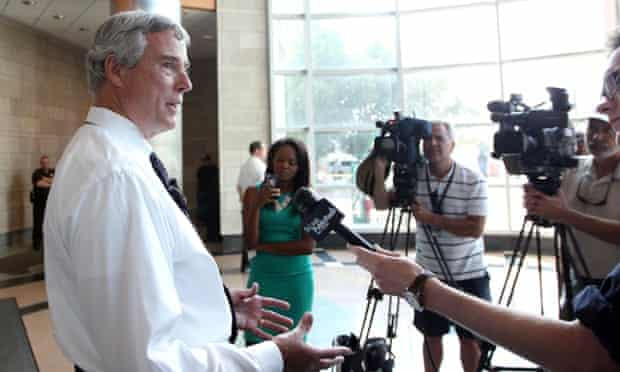 St Louis county prosecutor Bob McCulloch has challenged the Missouri state governor to remove him from the Michael Brown case