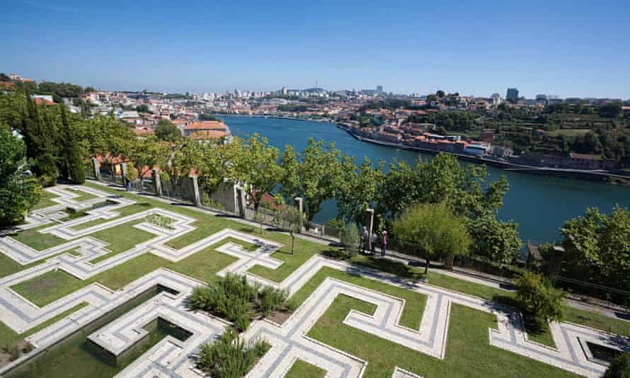 Gardens of the Crystal Palace on the banks of the Douro River - Porto