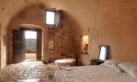 A cave bedroom at Le Grotte della Civita