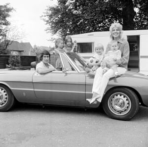 Chelsea's Peter Bonetti with wife Francis and children Kim, Suzanne, Nicholas and Lisa.