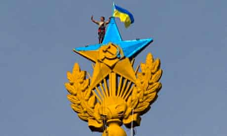 star on top of Moscow building painted in Ukraine colours