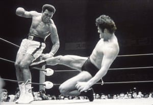 Muhammad Ali and Antonio Inoki fight in 1976