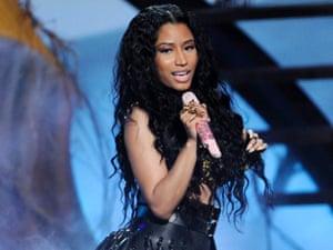 Nicki Minaj sings Anaconda