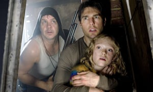 Dakota Fanning with Tim Robbins and Tom Cruise in War of the Worlds