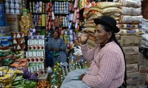 Women chat in Uyuni