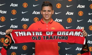 Marcos Rojo shows off a nice new scarf.