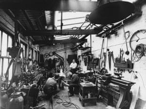 Eduardo Paolozzi at the Morris Singer Foundry in Braintree, Essex, c.1957