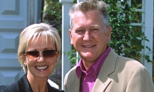 Mike Smith with his wife, Sarah Greene, in 2001.