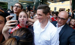 Fernando Torres is surrounded by fans as he arrives in Milan.