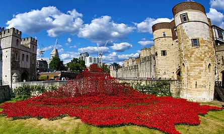 A sea of red ceramic poppies fill the moat of the Tower of London