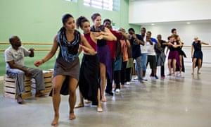 Inala ladysmith black mambazo dancers