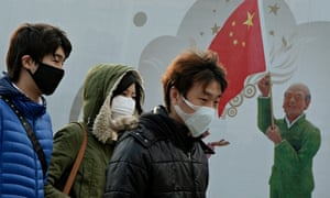 Chinese shoppers wear face masks