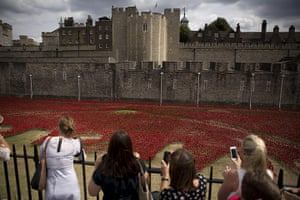 20 Photographs: 'Blood Swept Lands and Seas of Red' by  Paul Cummins at the Tower of London