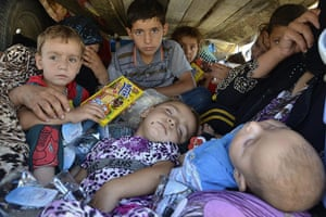 20 Photographs: Displaced people flee Islamic State militants in Nineveh, Iraq
